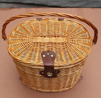 Wicker bicycle basket with cover