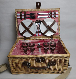 picnic basket,wicker hamper,wicker picnic basket set,service for 4